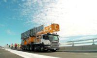 Operação da plataforma MBI 200 na inspeção da estrutura de uma ponte